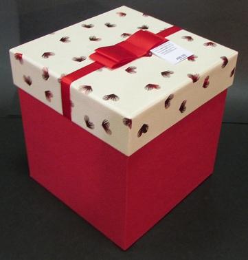 Коробки для подарков красный куб
